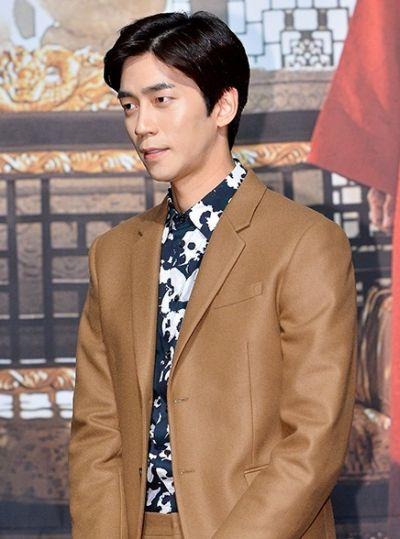 Kumpulan Foto Aktor Korea Shin Shung-rok 24
