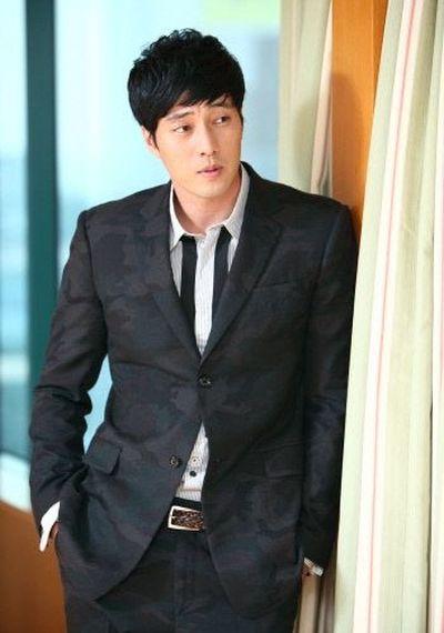 Foto Aktor Ganteng Korea So Ji-sub 24