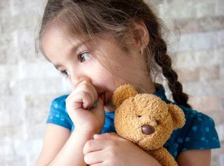 Gambar Anak Mengisap Ibu Jari